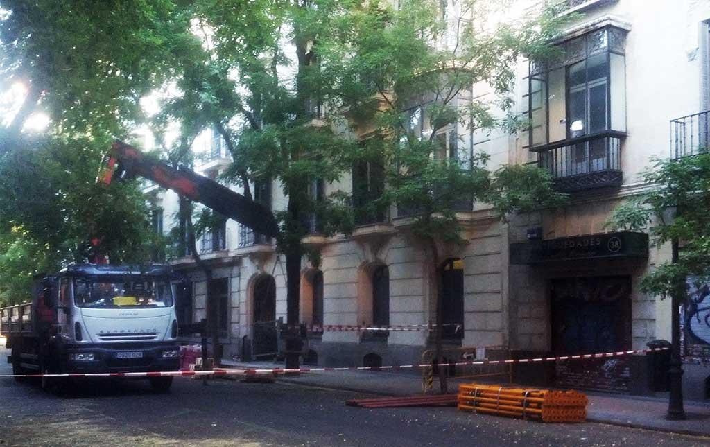 Desalojado un edificio en Madrid por riesgo de derrumbe.