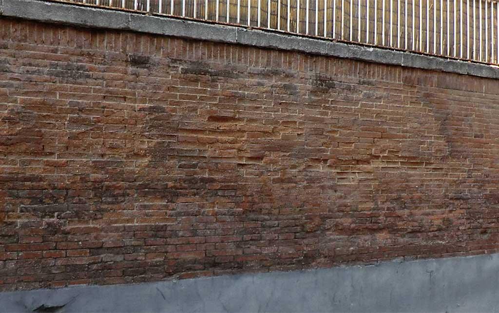 Lesiones en fachada de ladrillo. Disgregación.
